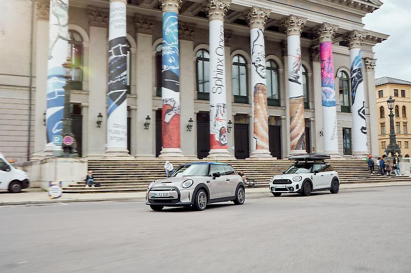 The MINI Cooper SE and the MINI Cooper SE Countryman ALL4 (07/2021) MINI Cooper SE (combined fuel consumption: 0.0 l/100 km; combined power consumption: 16,1-14.9 (NEDC); 17,6-15,2 (WLTP) kWh/100 km; combined CO2 emissions: 0 g/km) MINI Cooper SE Countryman ALL4 (combined fuel consumption: 2-1,9 (NEDC) 1,9-1,7 (WLTP) l/100 km; combined power consumption: 14,4-14,1 (NEDC); 22,1-19,9 (WLTP) kWh/100 km; combined CO2 emissions: 46-44 (NEDC) 44-39 (WLTP) g/km)