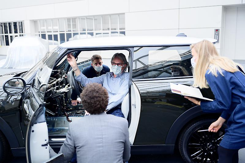 MINI STRIP, Making-of (08/2021)<br /> <br /> The MINI Strip is a concept car only, meaning it is not in production and not for sale. Therefore, it cannot be driven on the public road and is not compliant to road regulations.