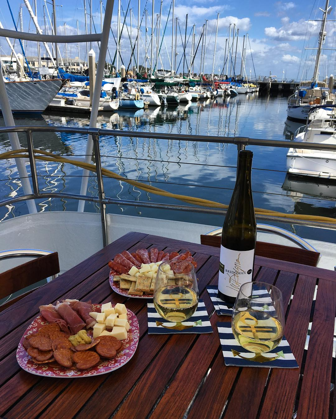 Everything happens for a #Riesling 😍 Celebrating another busy week of successful charters ⚓️ • • • • #SmoothCs #TampaBayYachtCharter #USCGcertified #yachtcharter #StPete #Tampa #yacht #meetingprofs #eventprofs #liveamplified #meetamplified #vspc #loveFL #fivestarservice #yachtconcierge #instaburg #dtsp #marina