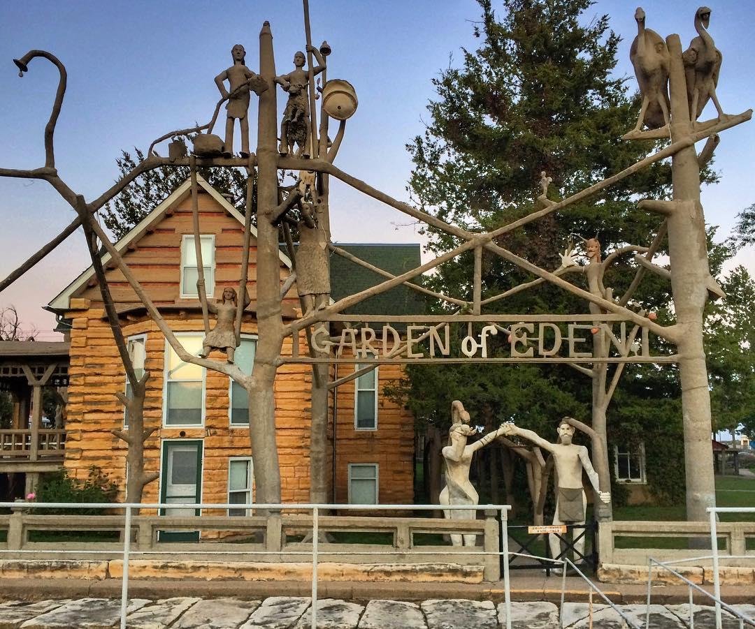 Garden of Eden & Grassroots Arts Center, Lucas
