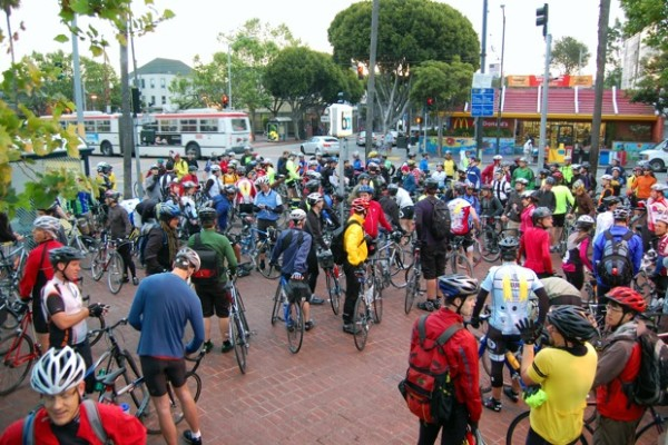 Normally, the group riding from San Francisco to Palo Alto consists of less than thirty riders. Today: about 200.