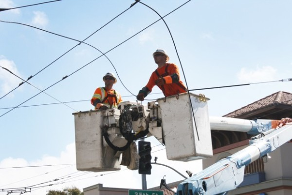 PG & E workers remove the downed line at the intersection of 25th and Mission streets. Photo by Caroline Bins.