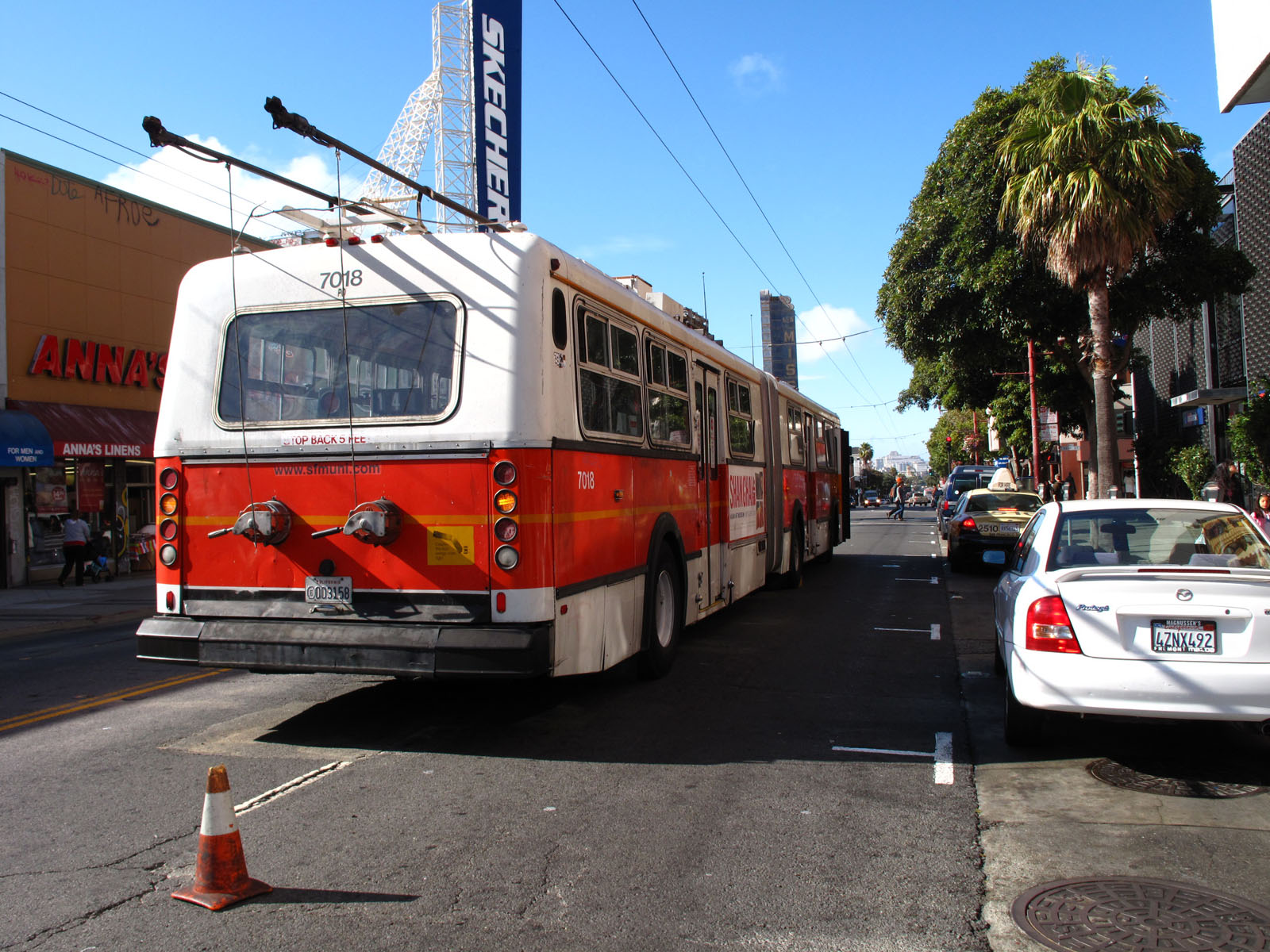 A MUNI bus sits without power near the intersection of Mission Street and 22nd Street, three blocks from where downed power lines cut electricity to MUNI lines in the area. Photo by Gregory Thomas