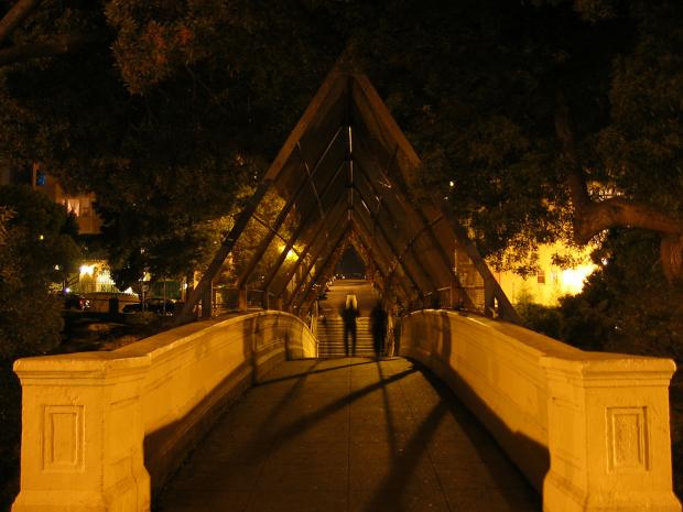 Apuñalado en el Parque Dolores sobre el Puente de la calle 19