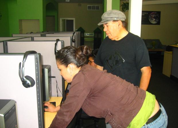 Lágrimas, Risas y Amor en Cibercafés de la Misión