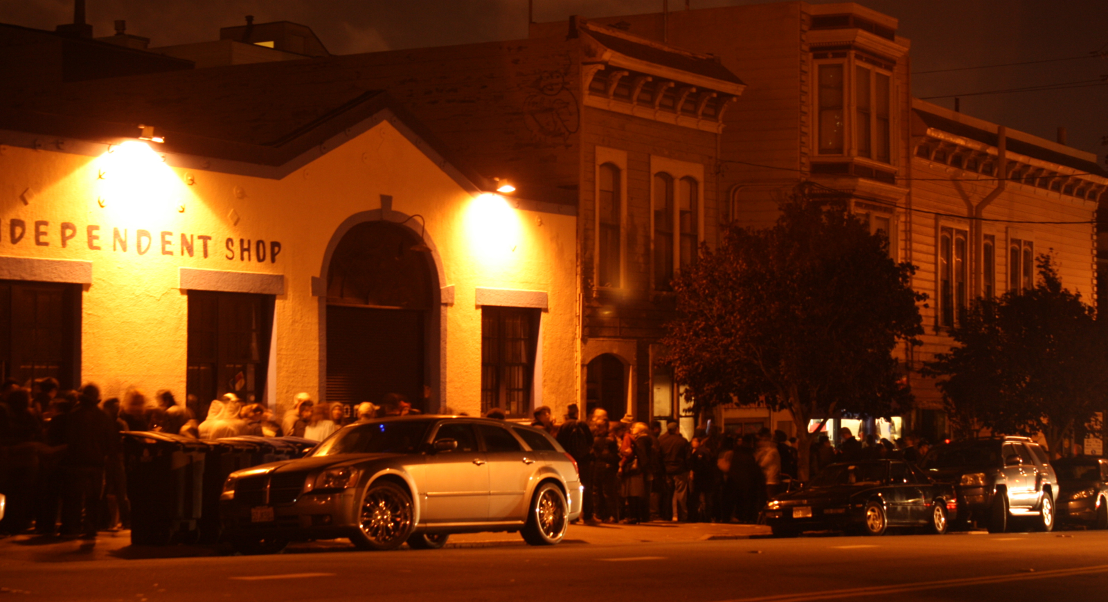 Thousands Show Up for Ike's Final Night