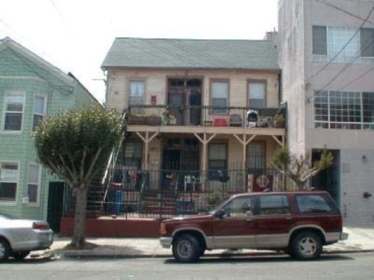 The Treat home (center) is set back from the sidewalk and is distinguished from the other houses in the neighborhood by its side gabled rood, among other subtle architectural features. Photo taken circa 2007, courtesy of the San Francisco Planning Department.