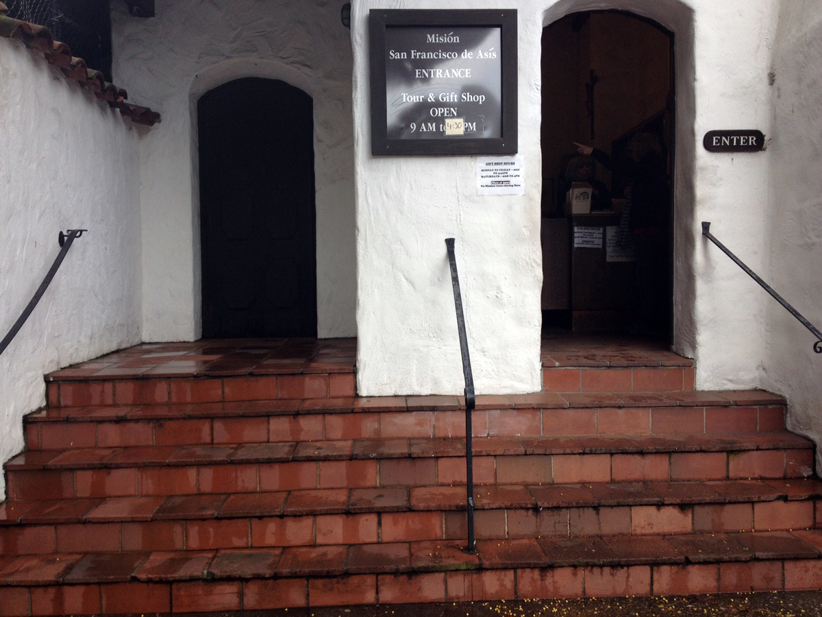 Man Commits Suicide in Front of Mission Dolores