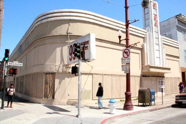 Nueva Tienda de Abarrotes en las Calles 18 y Misión