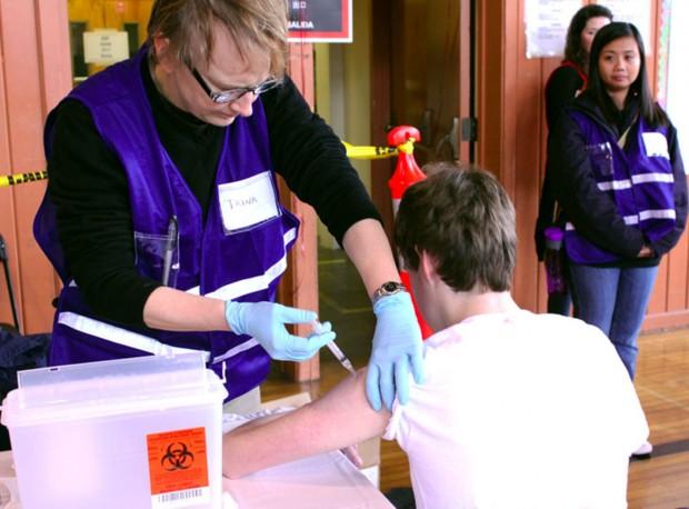 Estudiantes Reciben Vacunas Gratuitas Contra Tos Ferina