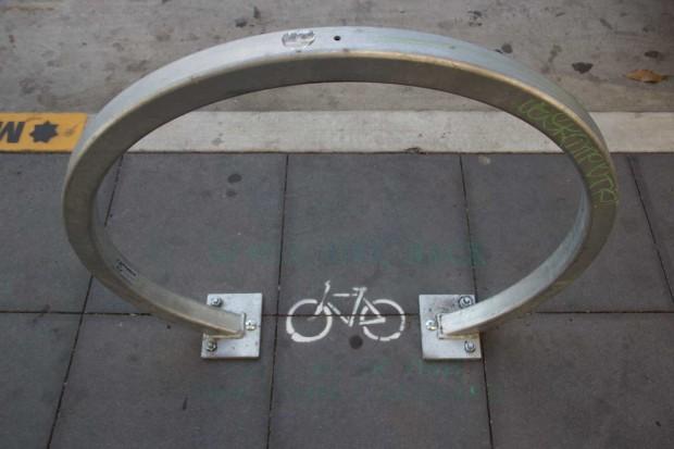 Bike parking on Valencia St. Photo by Mateo Hoke
