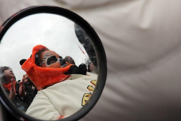 A Giants fan wears an orange panda hat. Photo by Rigoberto Hernandez.