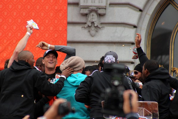 Giants outfielder Hunter Pence leads his team in a cheer. Photo by Rigoberto Hernandez.
