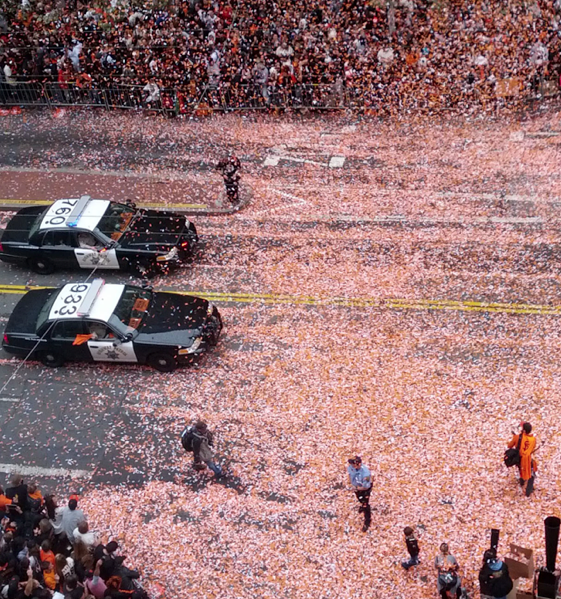 Giants Parade Live