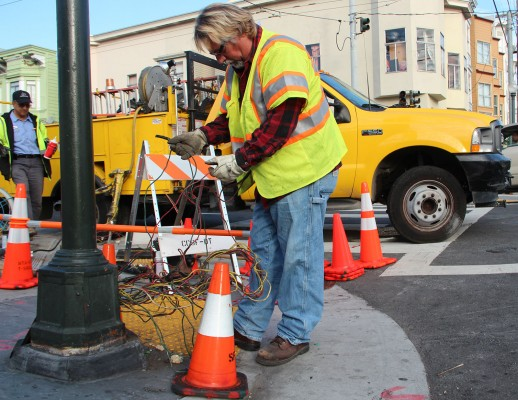 The traffic lights on 17th and South Van Ness streets were out of service as of 8:50 a.m. Photo by Yousur Alhlou.