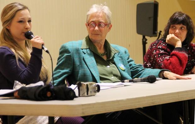 Ocho mujeres participaron en la mesa redonda patrocinada por el Partido Verde que se realizó en el Women's Building. De izquierda a derecha: Jane Smith, Terry Baum y Helen Grieco.