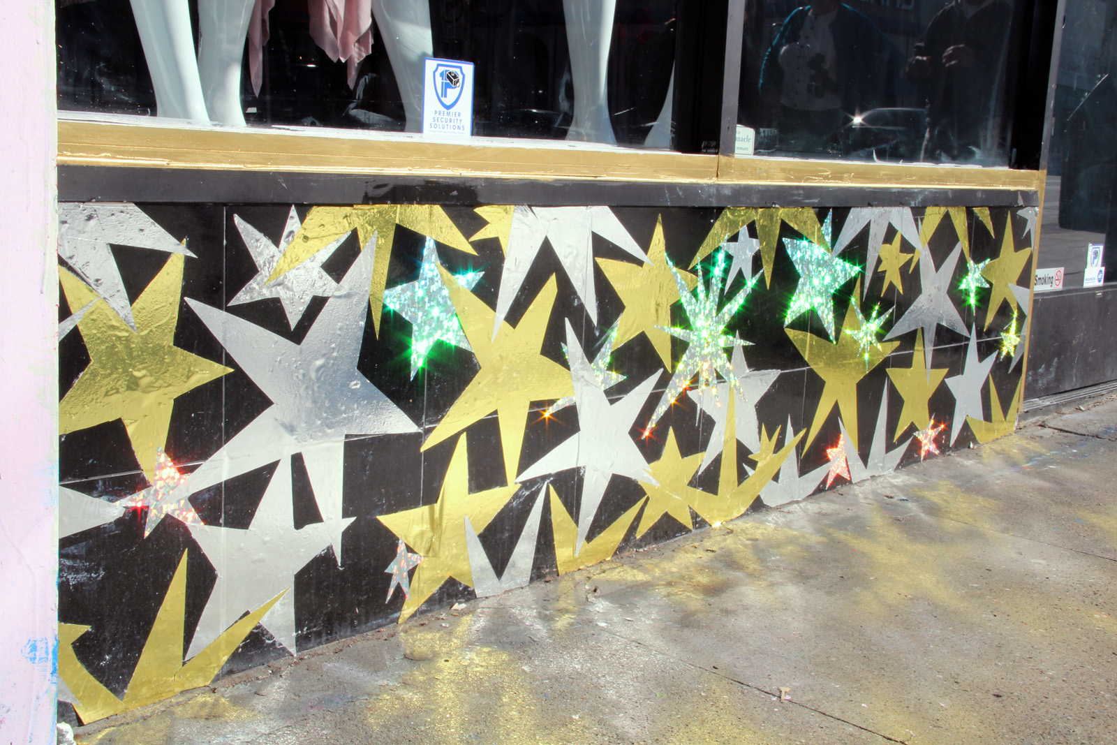 The stars on Sofia Blanco Boutique sparkle in the sunlight. On Mission and 20th St.