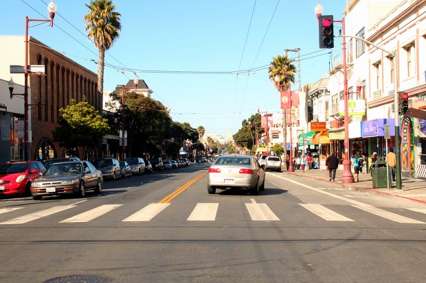 A car turns onto Mission Street.