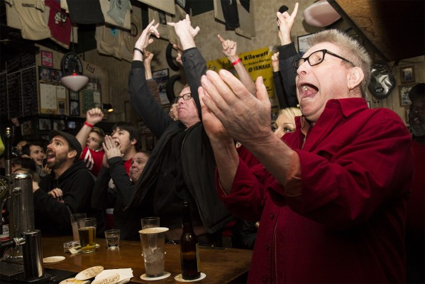 Fans at Kilowatt cheer after a play by the 49ers. (Photo by Marta Franco)