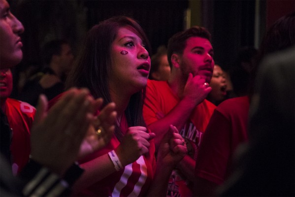 49ers fans watch the end of the game from outside Giordano Brothers on 16th Street. (Photo by Marta Franco)