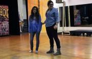 """Angelina Orellana (derecha) practica con otra actriz en """"In and Out of Shadow"""" el pasado 16 de enero."""