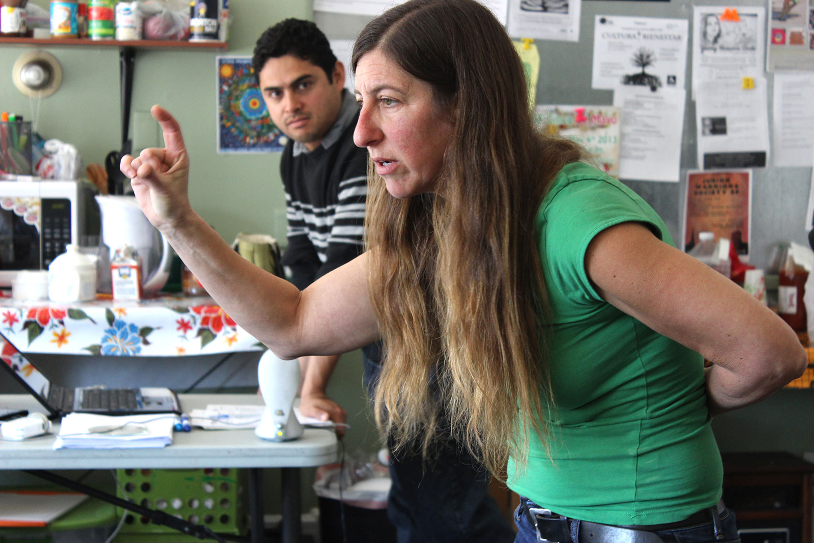 La clase en Asociación Mayab es una mezcla de gente de todas las edades y contextos. Fotos de Laia Gordi.