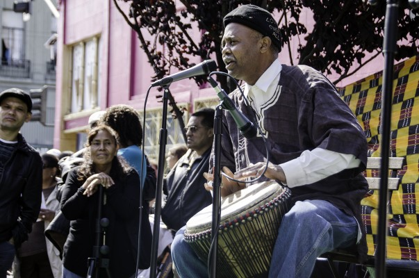 A Shabbal musician accompanies the dance with drumming and chanting.