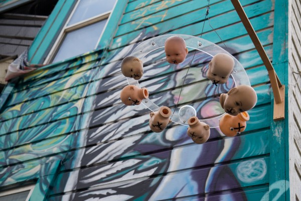 Baby-heads-sculpture on Clarion Alley.