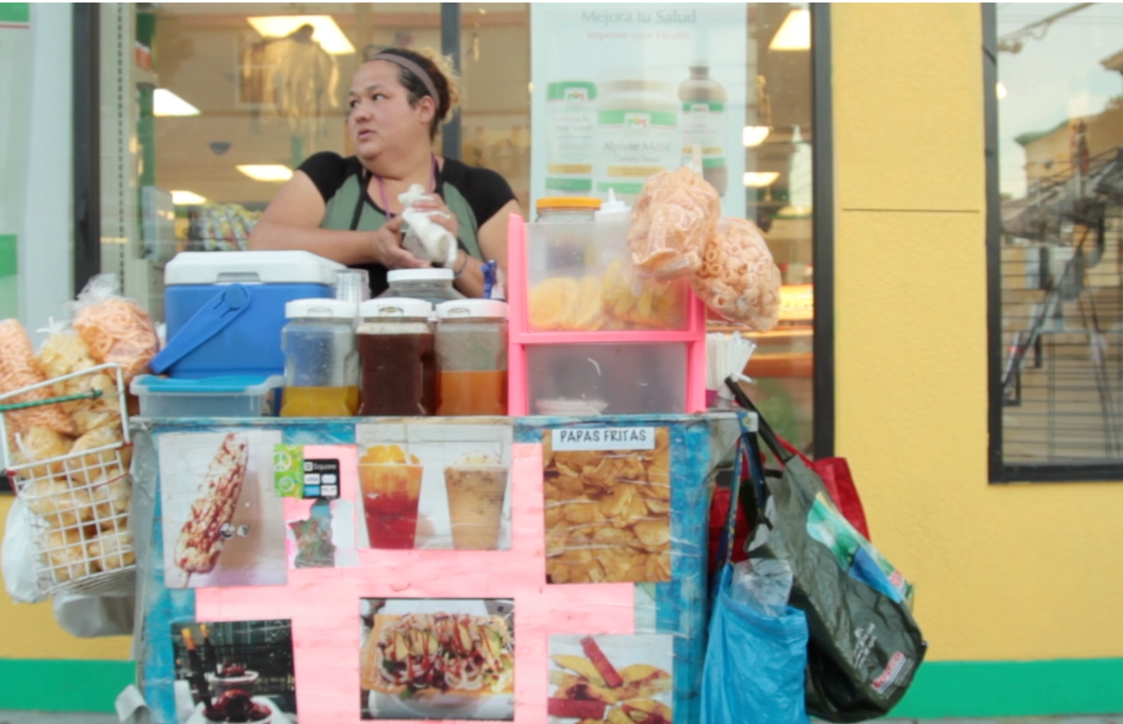 VIDEO: The Lady That Sells The Mangonadas