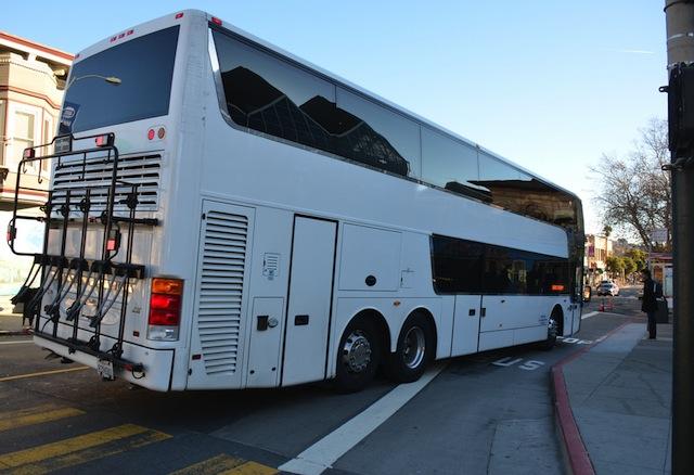 Servicio de Autobuses Continúa con Debate a la Par