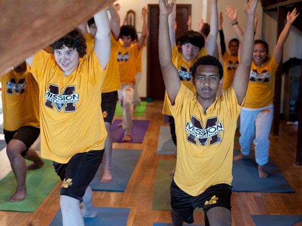Programa de Yoga Mejora Rendimiento Estudiantil
