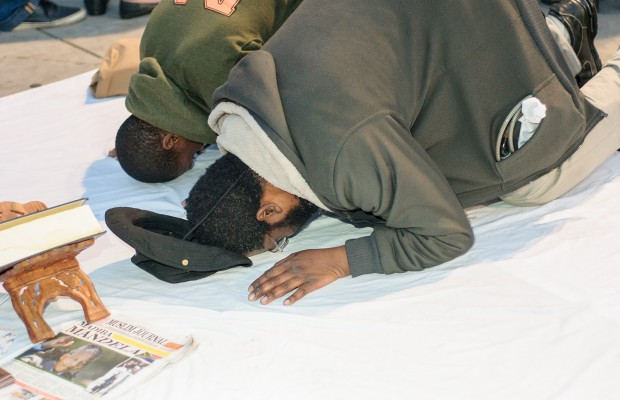 Mtembu and Kahn perform a Muslim prayer session as planned.