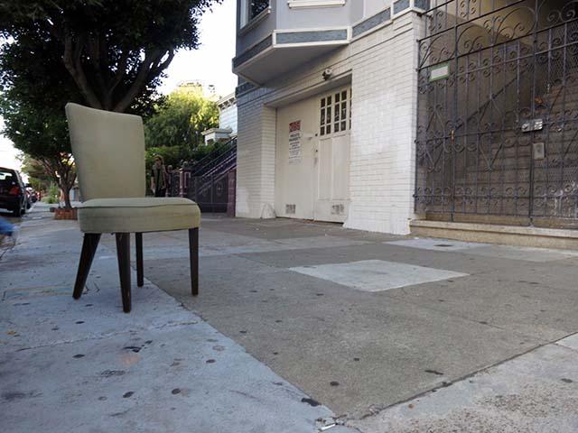 A chair with attitude on Bartlett Street.  Lydia Chávez