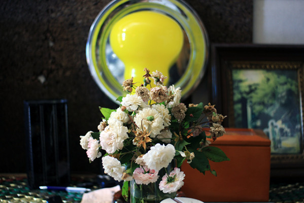 Flowers in Dogpaw´s kitchen. Photo by Claudia Escobar