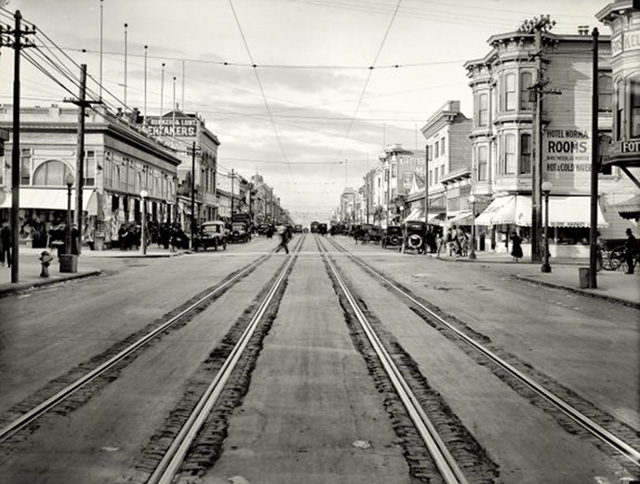 Looking north from 23rd Streets . From the SFMTA ARchives, through this History Pin