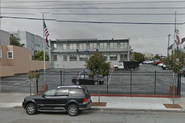 Google Maps shows the parking situation at 850 South Van Ness Avenue during the day.