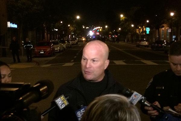 El jefe de la policía Greg Suhr habla con periodistas en el lugar de los hechos. Foto de Daniel Mondragón