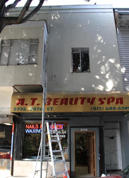 One of Hawk Lou's properties on 24th Street. Photo by Daniel Mondragón.