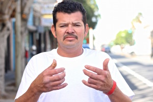 Elvis Rivera led two people out of the building where the Mission Fire happened. In the photo, he shows his sore hands which still are recovering from bruises and burns. Photo by Daniel Mondragón