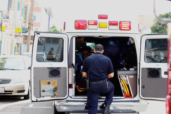 EMT attend to a senior citizen who collapse at around 2:00 pm outside of Valencia Cyclery at 22nd. Photo by Daniel Mondragón