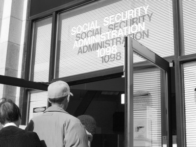 San Francisco residents file into the Social Security Administration building on Valencia at 9 a.m.