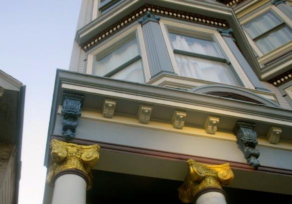 Gold trim columns Photo by Kathleen Narruhn