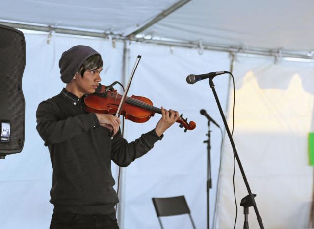 Violin guy. Photo by George Lipp