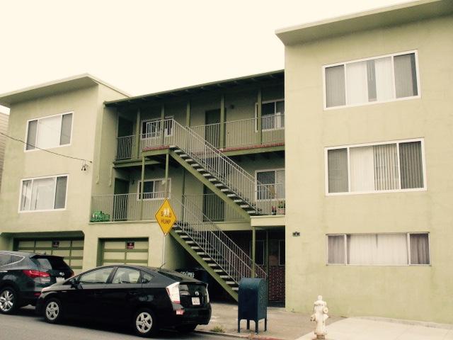 Looks like a Motel Photo by Kathleen Narruhn