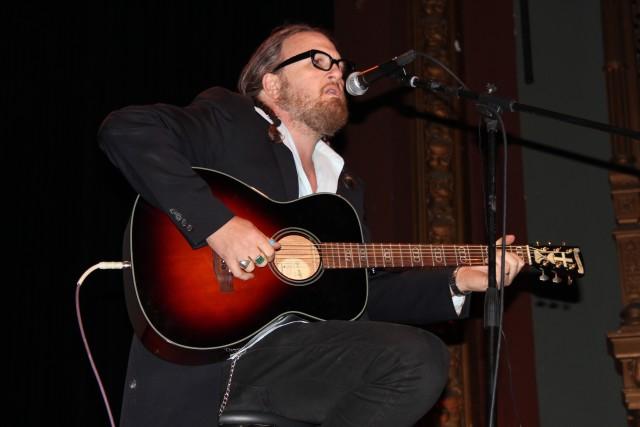 Guitarist Tom Heyman singing at the Brava Theater rally. Photo by Joe Rivano Barros.