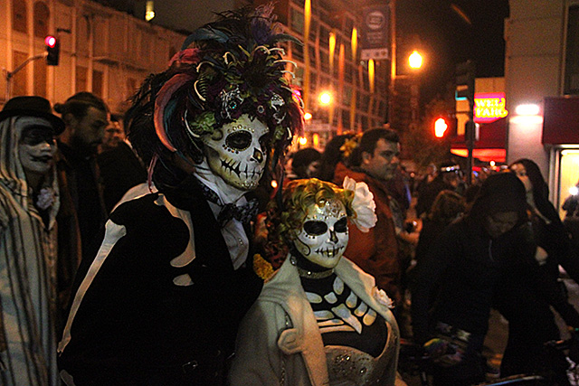Día de los Muertos Sweeps Through SF Mission