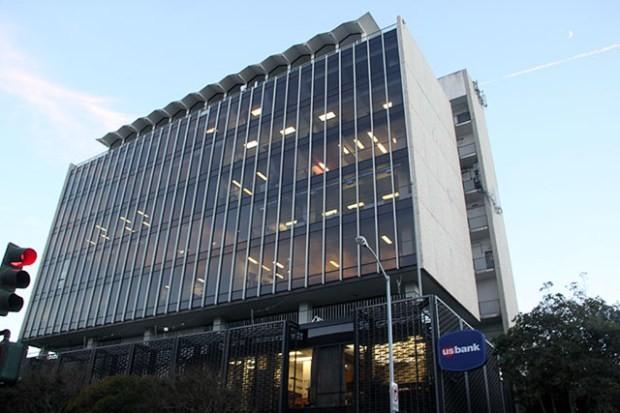 El edificio del U.S. Bank en el 2601 de la calle Misión, alberga a un grupo de organizaciones sin fines de lucro así como a nuevas compañías. Fotografía de Laura Waxmann