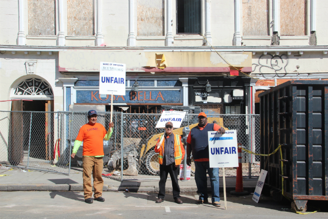 Union Workers Picket Mission 22nd Building