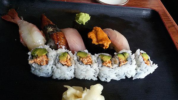 Dinner special: ama ebi, shiro maguro, hamachi, uni, valencia roll and unagi.