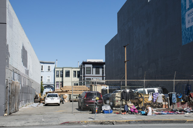 The empty lot at 1863 Mission St. between 14th and 15th streets. Photo by Lola M. Chavez